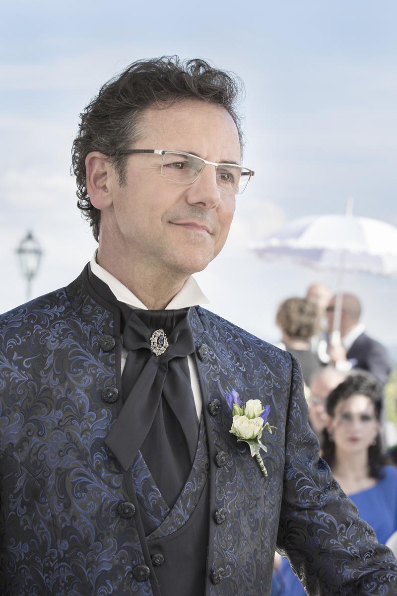 matrimonio-maura-e-giancarlo-castelfiorentino-toscana-sposo-giacca-blu