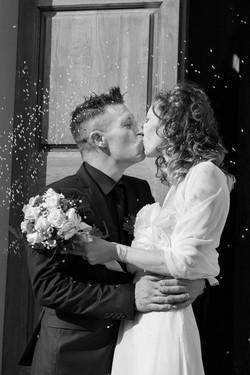 matrimonio-cristina-e-matteo-toscana-bianco-e-nero-bacio
