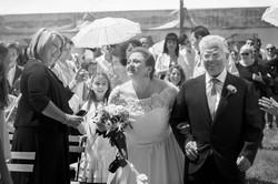 caludia-e-francesco-matrimonio-toscana-bianco-e-nero-sposa-e-padre