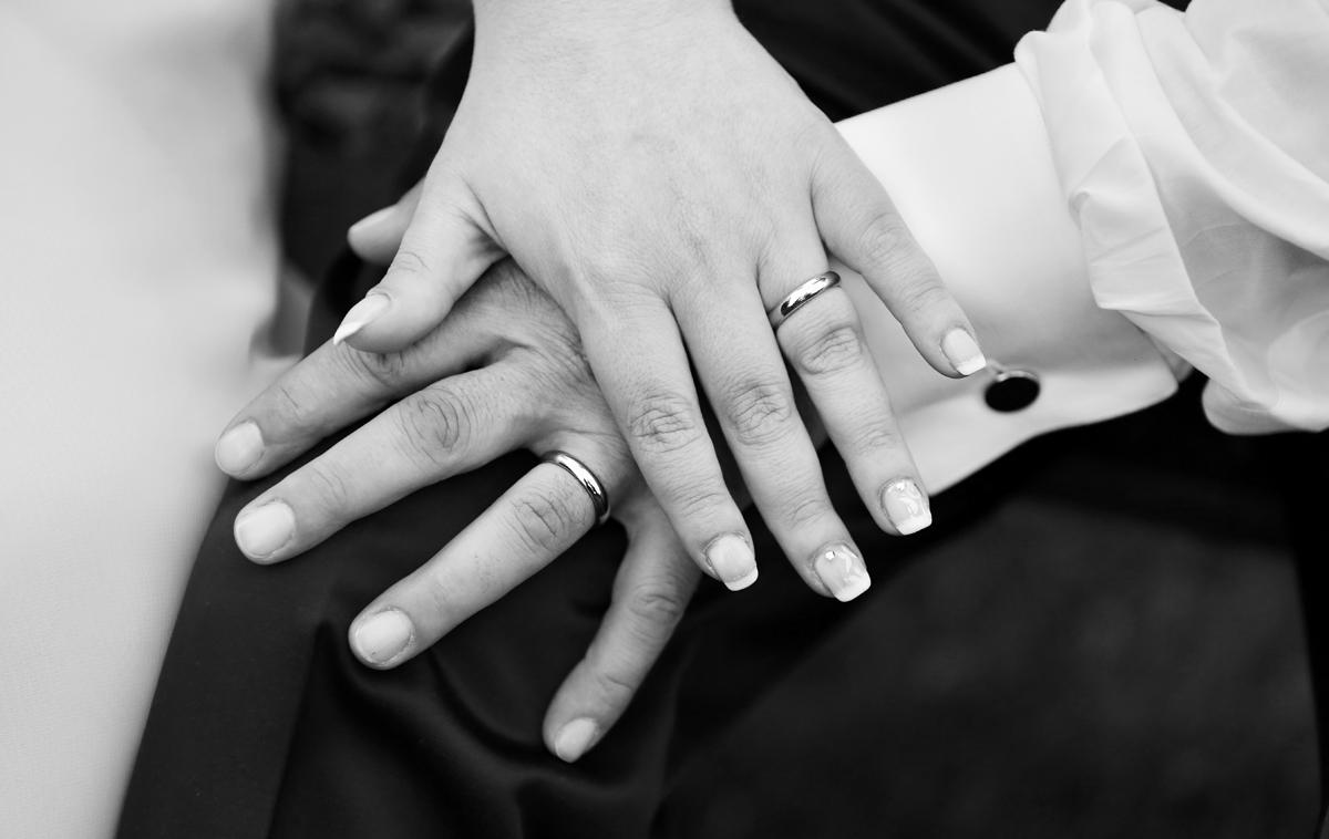 matrimonio-toscana-elena-e-sandro-toscana-pelago-mani-sposi