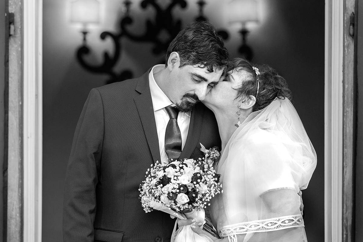 bianco-e-nero-bacio-sposi
