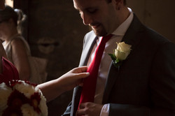 matrimonio-firenze-toscana-sala-rossa-palazzo-vecchio-martina-e-jacopo-cravatta-rossa