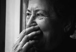 donna-anziana-che-ride