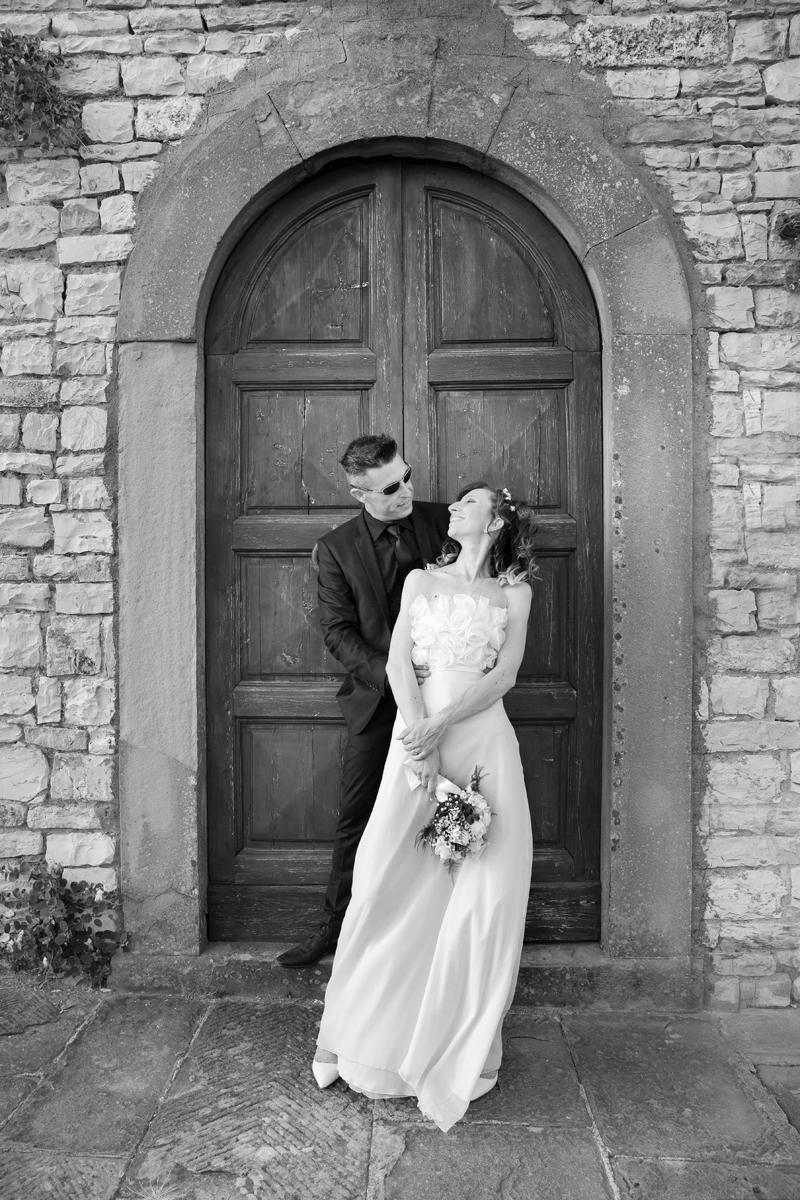 matrimonio-cristina-e-matteo-toscana-porta-sposi-castello-nipozzano