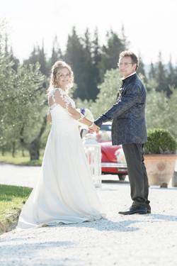 matrimonio-maura-e-giancarlo-castelfiorentino-toscana-sposi-mano-nella-mano