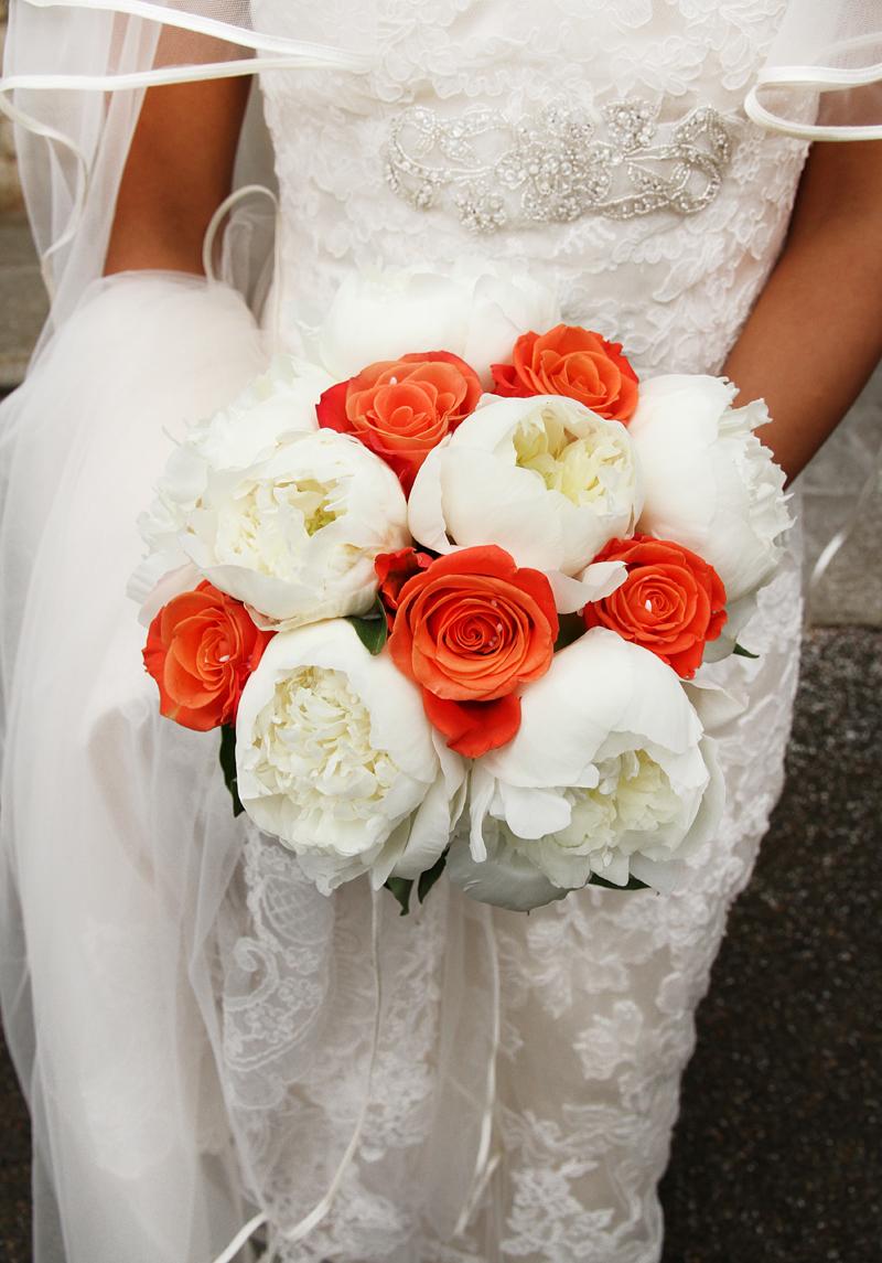 matrimonio-paulo-e-nichols-firenze-primavera-mazzolino-sposa-fiori-bianchi-arancioni