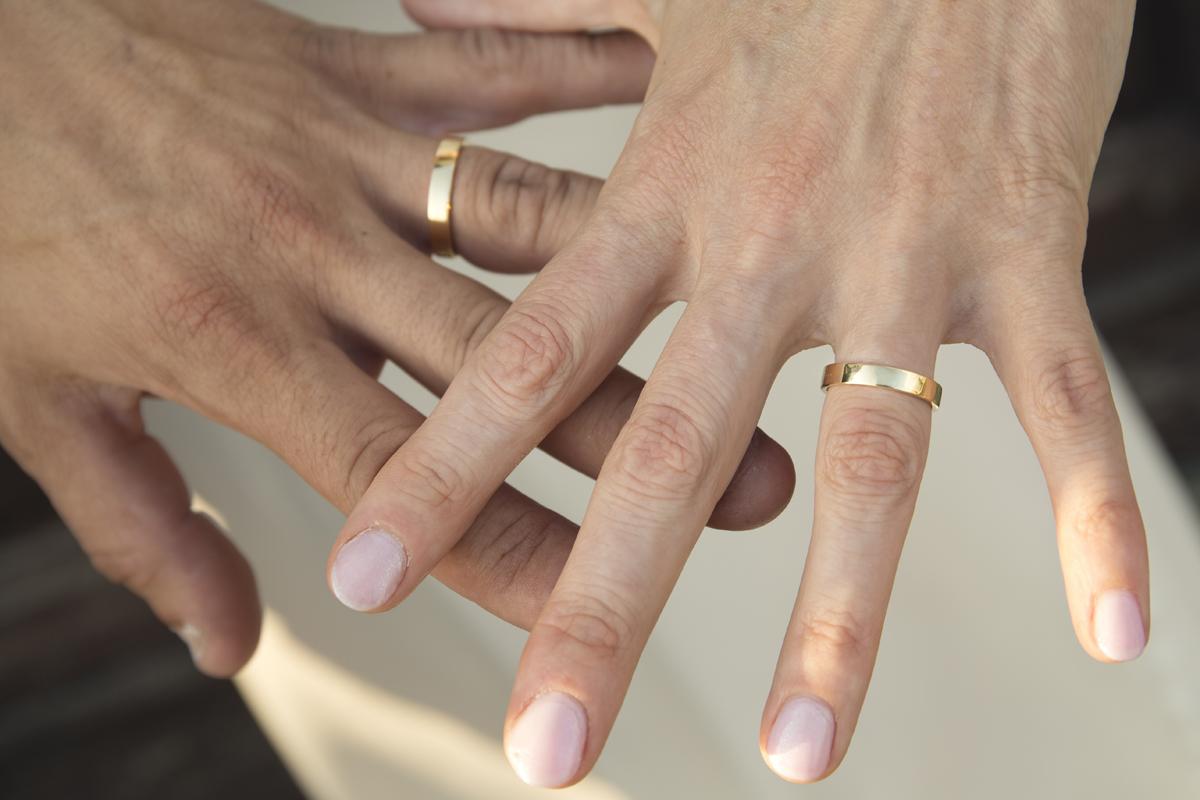 matrimonio-cristina-e-matteo-toscana-mani-sposi