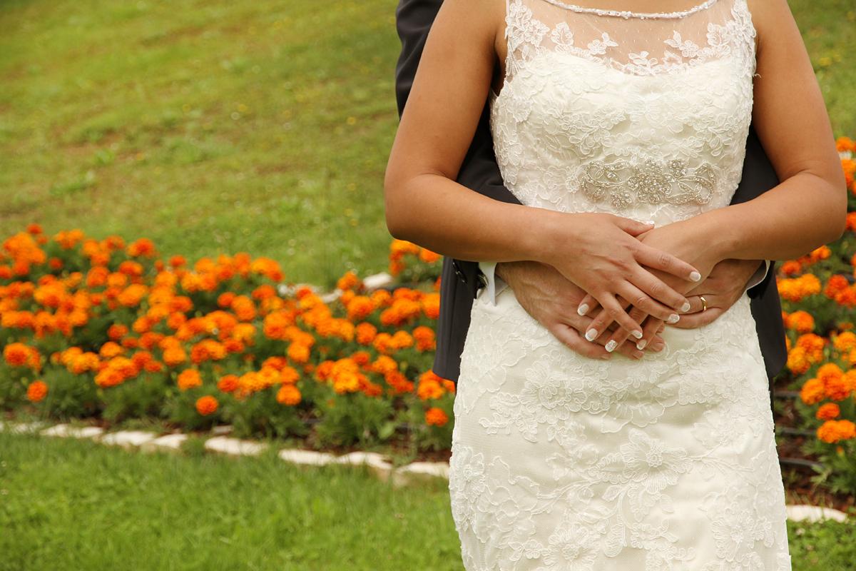 matrimonio-paulo-e-nichols-firenze-primavera-mani-sposi-colori