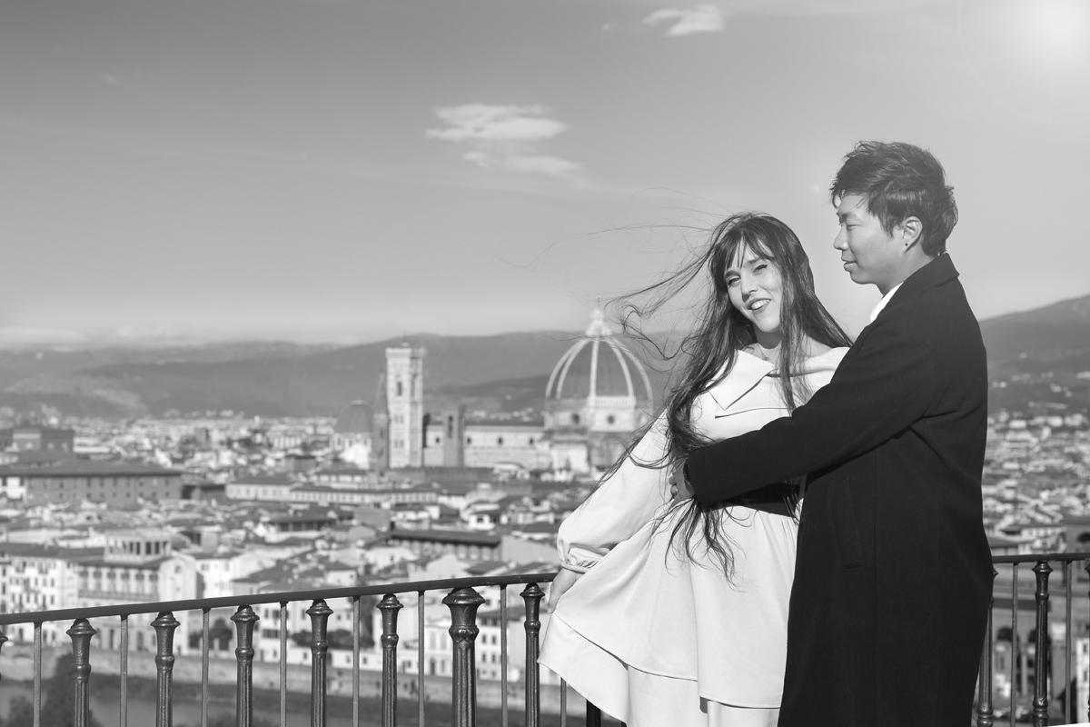 servizio-fotografico-coppia-bianco-e-nero-fidanzati-firenze