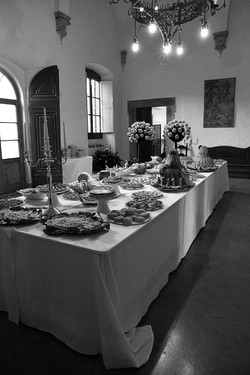 matrimonio-raffaella-e-vincenzo-sesto-fiorentino-firenze-bianco-e-nero-sala-buffet
