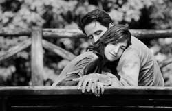 eva-e-paolo-servizio-fotografico-coppia-sesto-fiorentino-abbraccio-in-bianco-e-nero