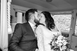 bacio-in-auto-sposi
