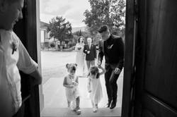 matrimonio-cristina-e-matteo-toscana-entrata-in-chiesa