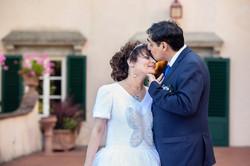 bacio-sposi-villa-montefiano