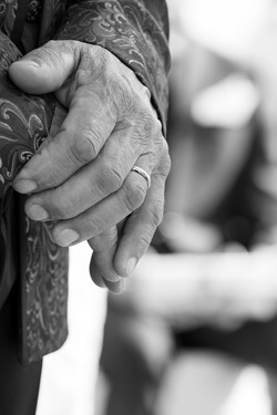 matrimonio-maura-e-giancarlo-castelfiorentino-toscana-mano-sposo