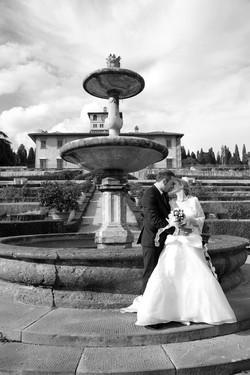 matrimonio-raffaella-e-vincenzo-sesto-fiorentino-firenze-bianco-e-nero-fontana-sposi