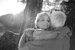 abbraccio-coppia-bianco-e-nero