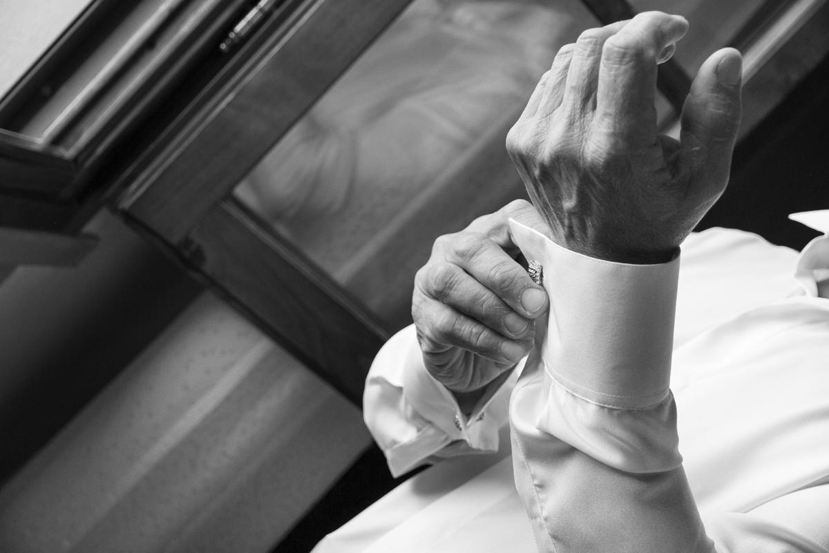 matrimonio-maura-e-giancarlo-castelfiorentino-toscana-dettaglio-sposo-preparazione