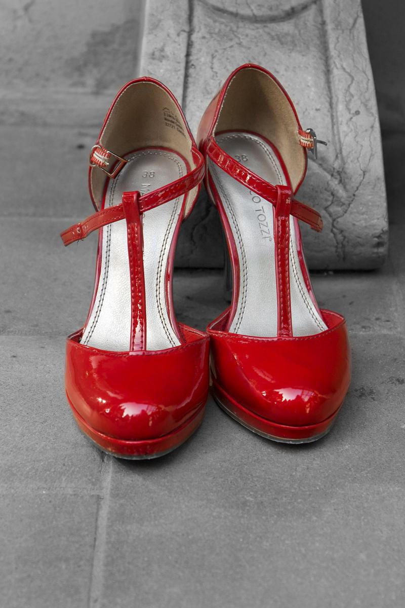 matrimonio-firenze-toscana-sala-rossa-palazzo-vecchio-martina-e-jacopo-scarpe-rosse-sposa