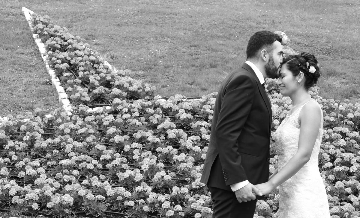 matrimonio-paulo-e-nichols-firenze-primavera-bacio-bianco-e-nero