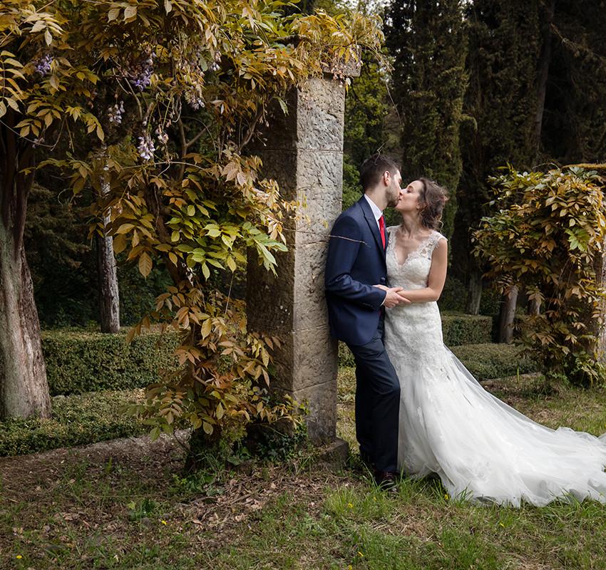 bacio-sposi-con-glicine