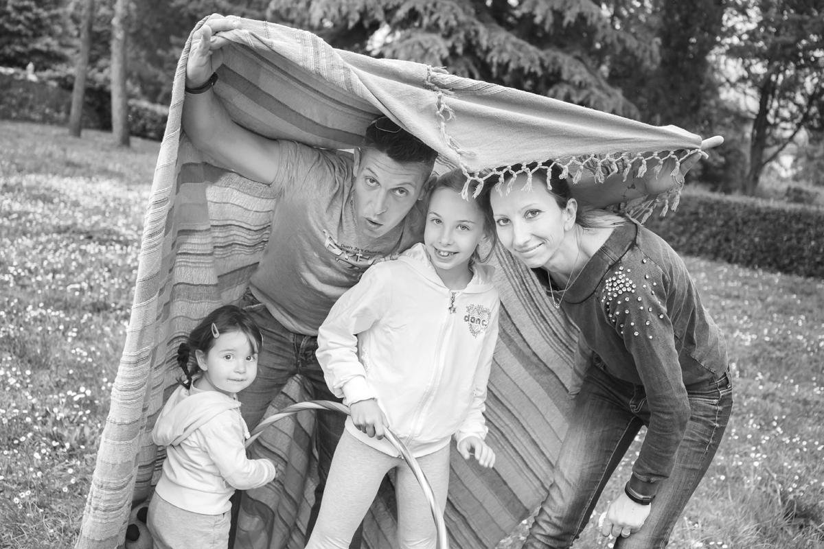 servizio-fotografico-famiglia-in esterna-firenze-bianco-e-nero
