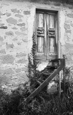 vecchia-porta-con-scala
