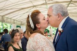 caludia-e-francesco-matrimonio-toscana-bacio