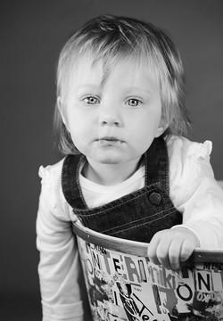 servizio-fotografico-bambino-firenze-bimba-biancoenero-stupore
