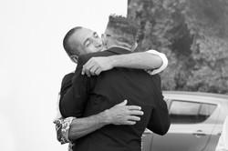 matrimonio-cristina-e-matteo-toscana-sposo-abbraccio