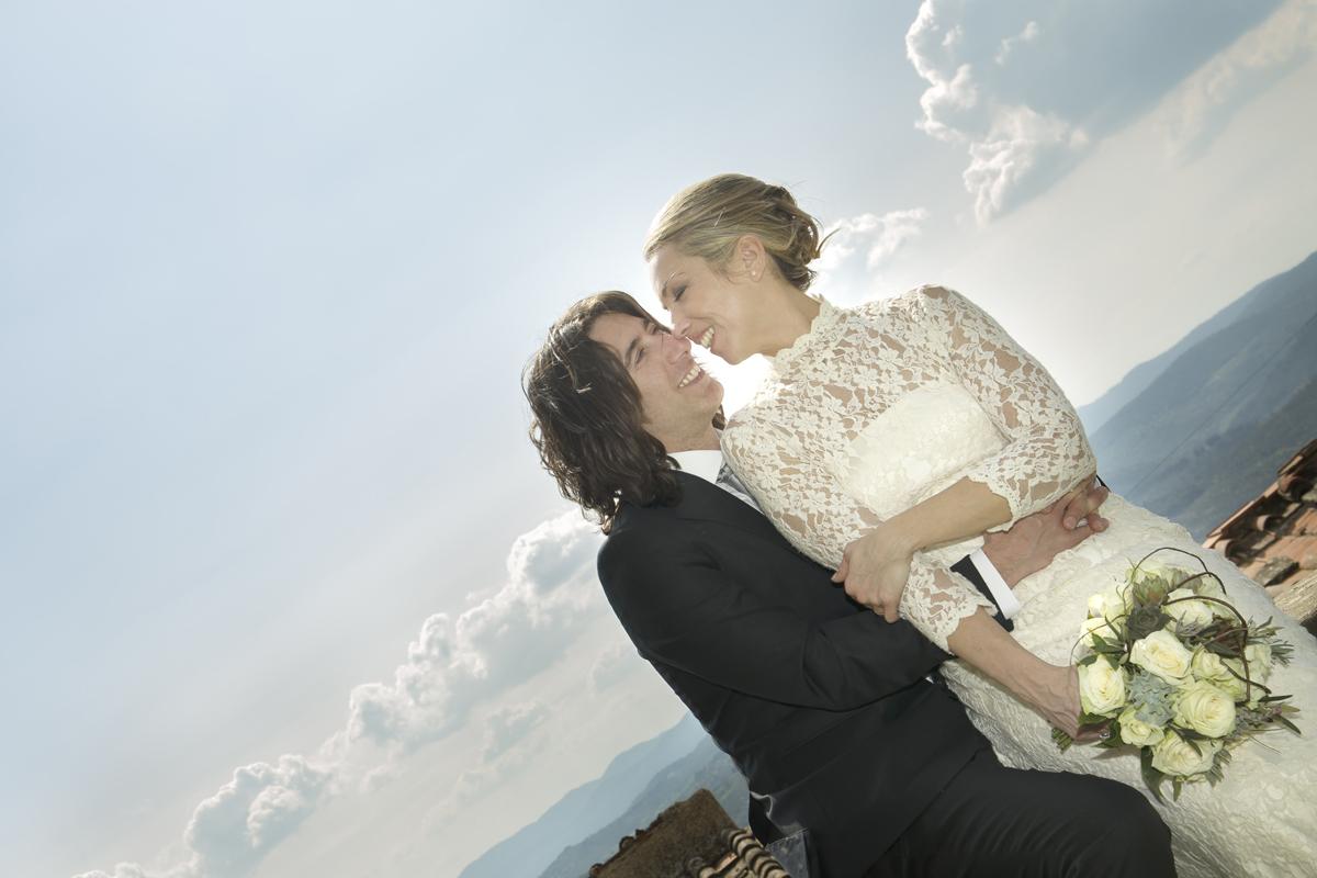 matrimonio-toscana-abbraccio-sorrisi