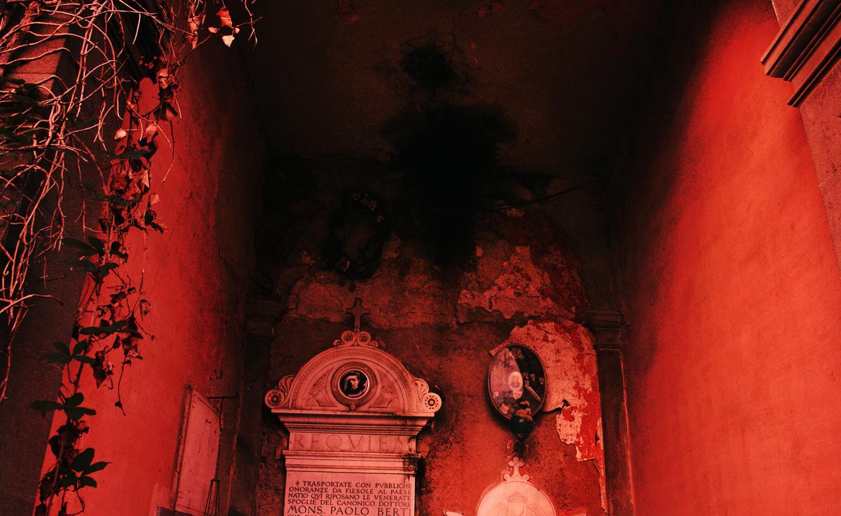 cimitero-macchia-rosso-tombe-lapidi-abba