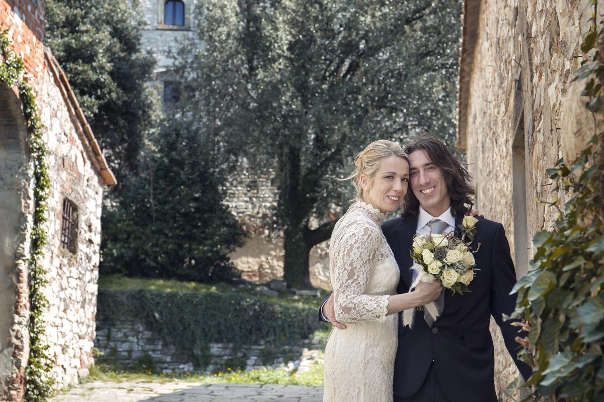 matrimonio-toscana-pelago-abbraccio