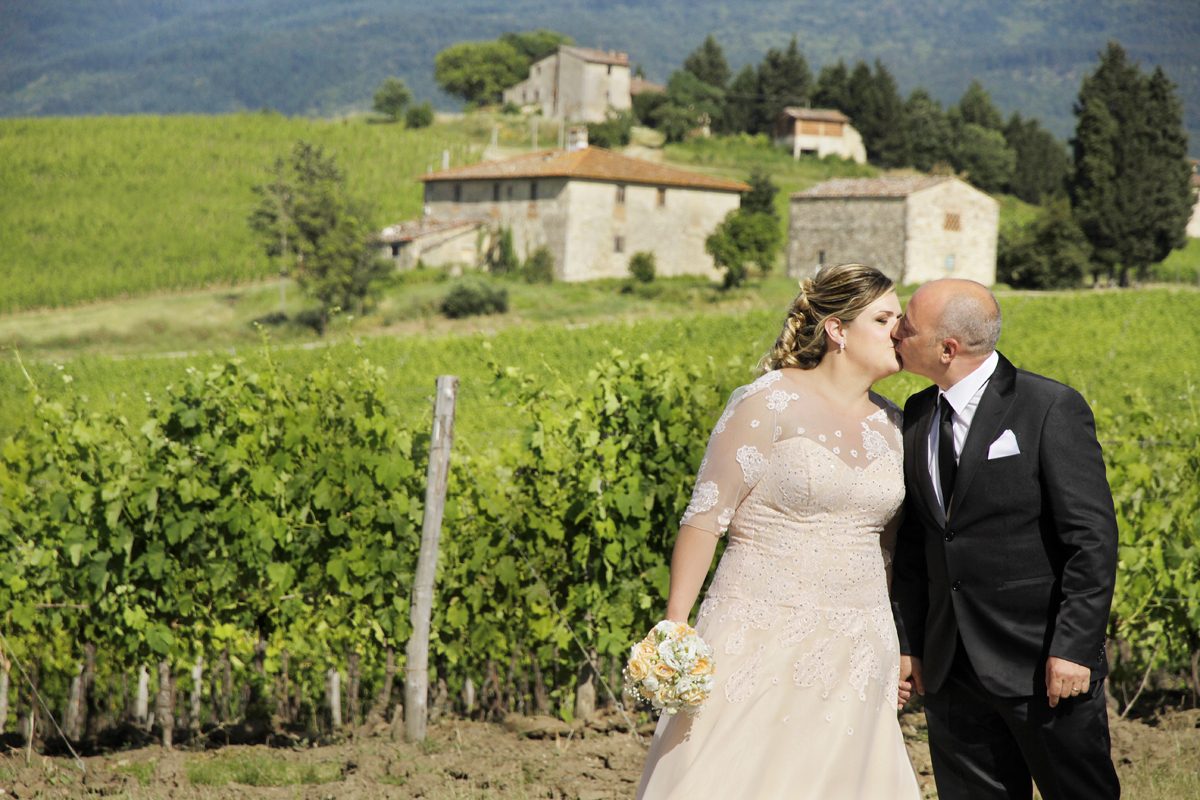 matrimonio-toscana-elena-e-sandro-toscana-vigne-bacio