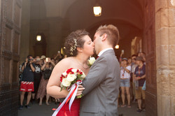 matrimonio-firenze-toscana-sala-rossa-palazzo-vecchio-martina-e-jacopo-romantico-bacio