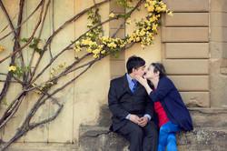 vanessa-e-massimiliano-servizio-fotografico-prematrimoniale-bacio-seduti