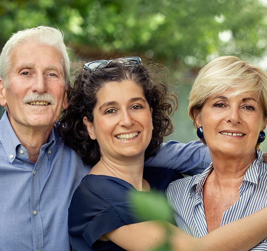 famiglia-felice-abbraccio