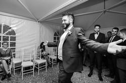 lancio-della-giarrettiera-sposo
