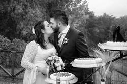 bacio-sposi-torta