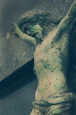 gesu-cristo-statua-verde-muffa-cimitero-