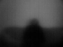Imagens refletidas por uma televisão desligada (2011)