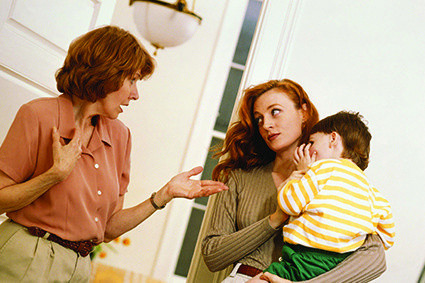Kādas attiecības uzturēt ar vīramāti, kura ir slima un ar kuru nav patīkami uzturēt kontaktu?