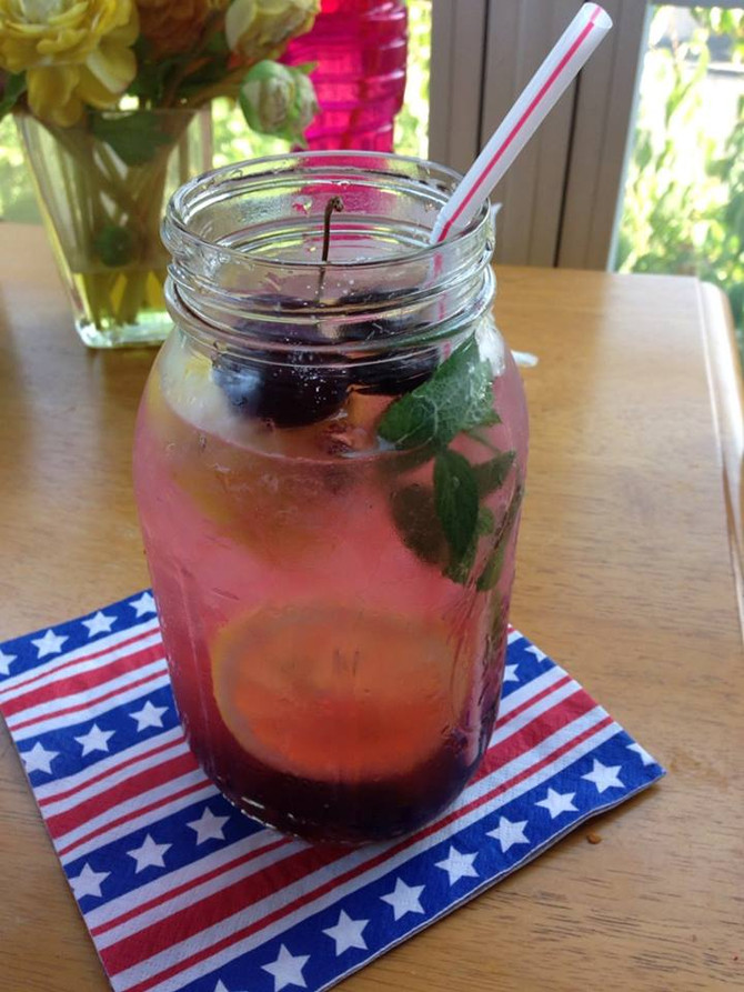A simple summer cherry mint homemade Italian soda ... ahhhhhhhhhhhhhhhhhh