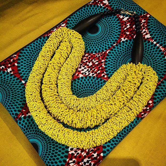 Triple collier de perles jaune