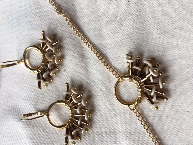 Boucles et bracelet froufrou