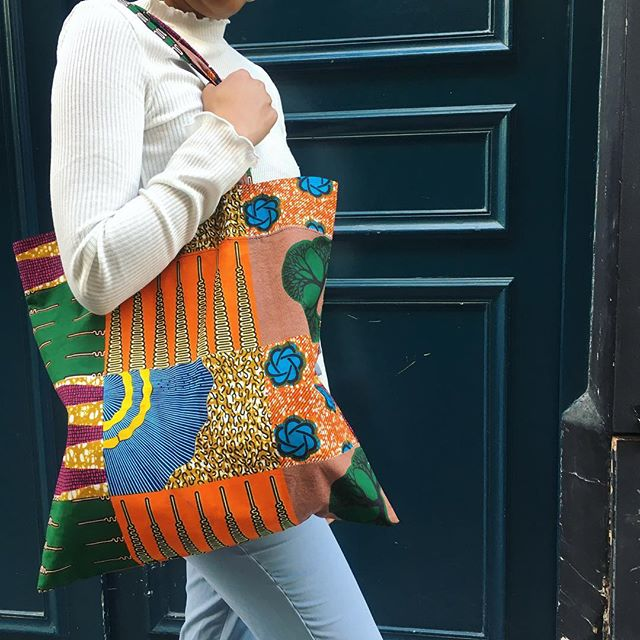 Le totebag en wax! Disponible sur l'E-shop et en boutique!__#waxprint #africanism #africanprint #wax