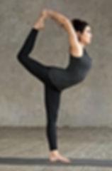 mujer-joven-haciendo-ejercicio-natarajas