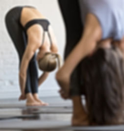 grupo-jovenes-deportistas-ejercicio-utta