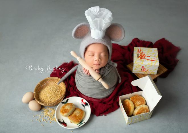 Mikey Newborn 11.jpg