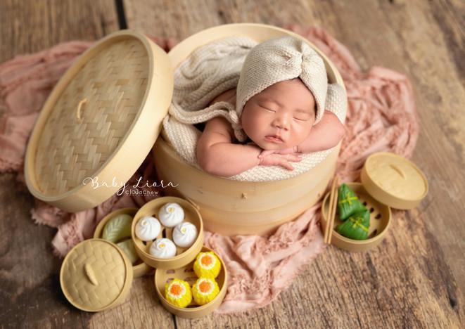 Liora Newborn 01.jpg